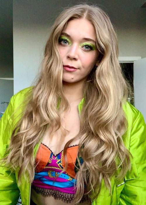 Becky Hill in an Instagram selfie from January 2020