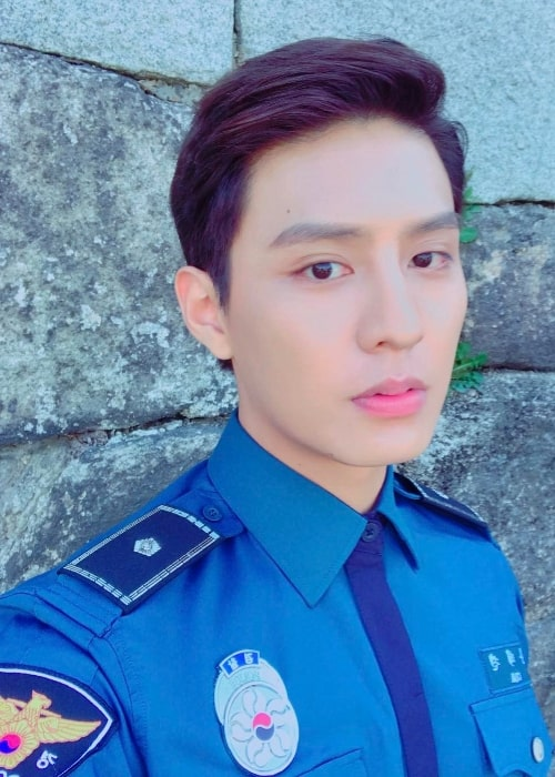 Do Ji-han as seen while taking a selfie in April 2017