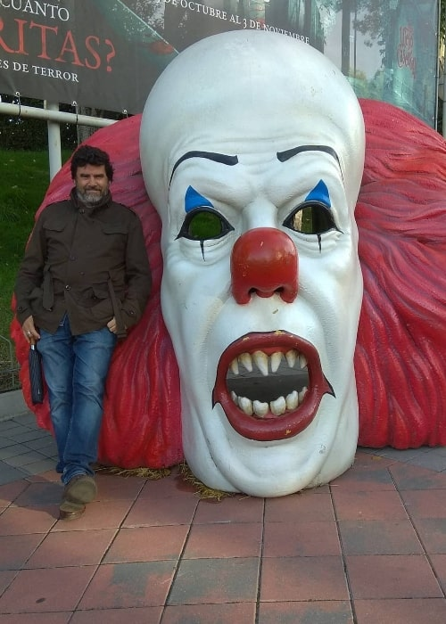 Fernando Soto posing for a picture at Madrid Amusement Park in October 2019