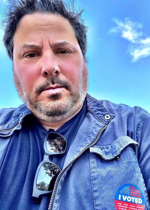 Greg Grunberg in an Instagram selfie from March 2020