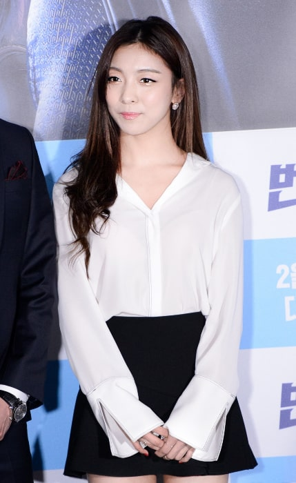 Luna posing pictured at The Lightning Man's Secret VIP premiere on February 3, 2016