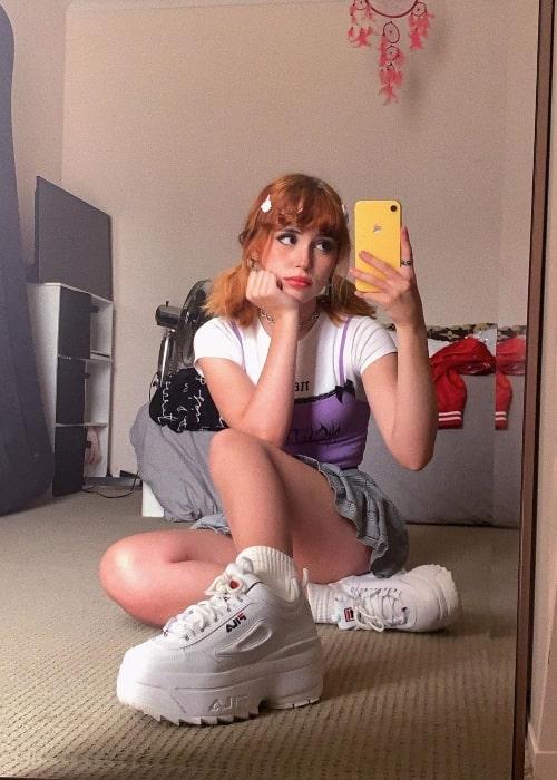 Mia Rodriguez clicking a mirror selfie in December 2019