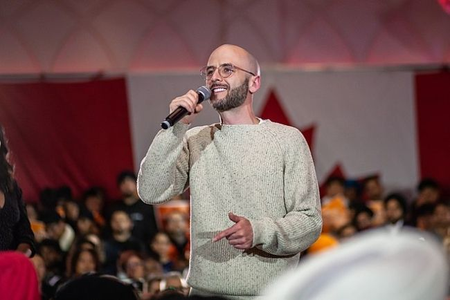 Noah Shebib seen endorsing NDP Leader Jagmeet Singh during the Canadian federal elections in 2019