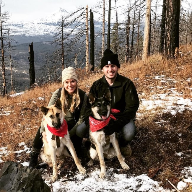 Patty Mayo as seen in a picture taken with Kayla Pillar and her 2 dogs in November 2018