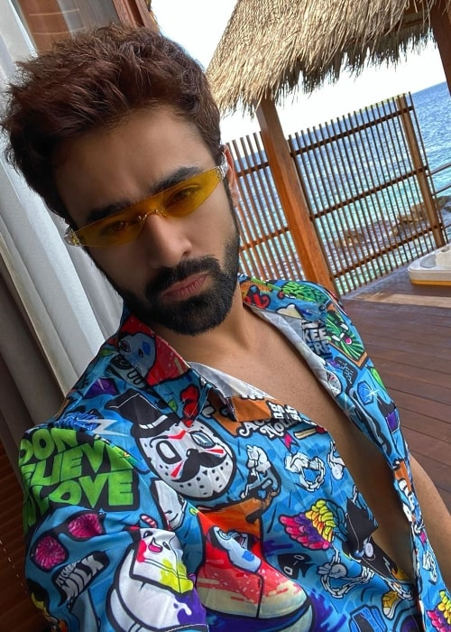 Pearl V Puri as seen while taking a selfie