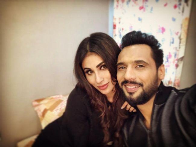 Punit Pathak taking a selfie with Mouni Roy