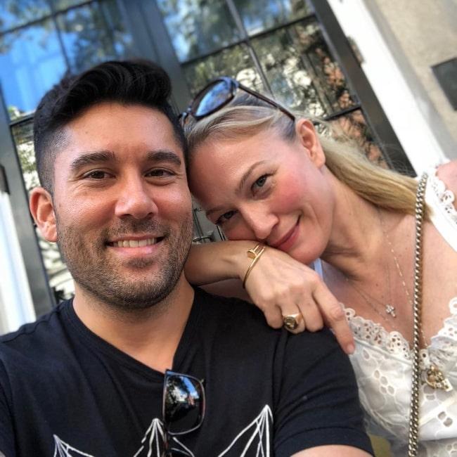 Sarah Wynter as seen in a picture alongside her friend Nicholas Pratley