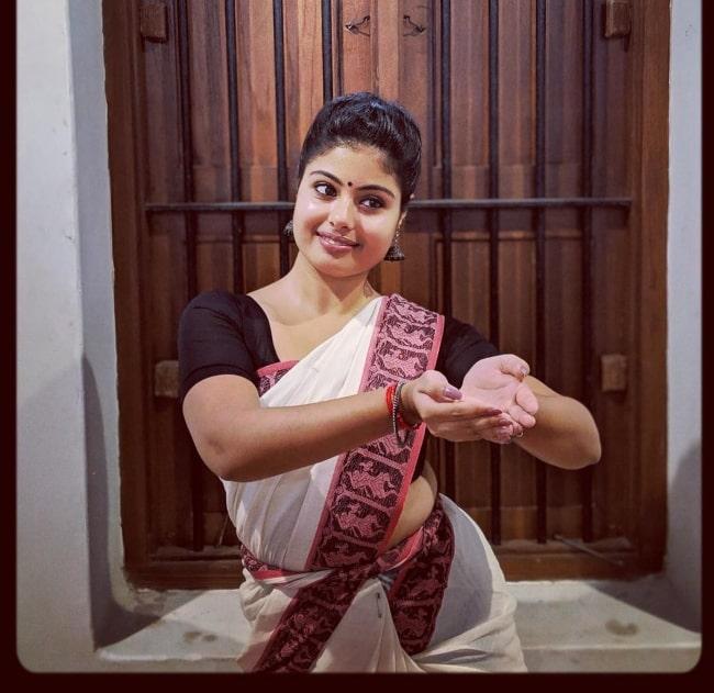 Shravanthi Sainath happily dancing in April 2019