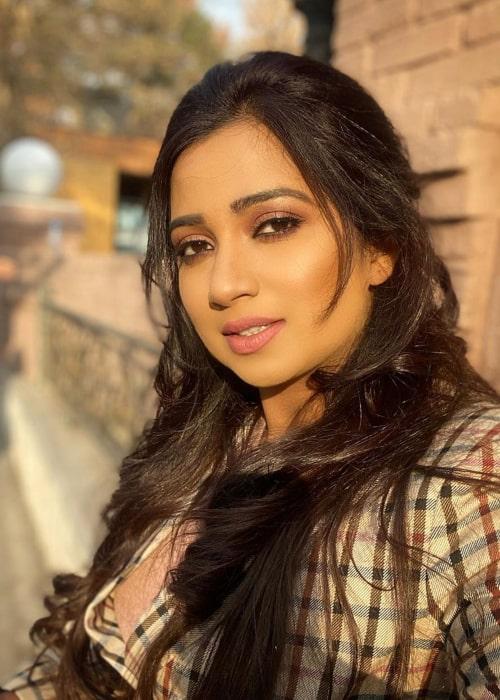 Shreya Ghoshal in an Instagram selfie from April 2020