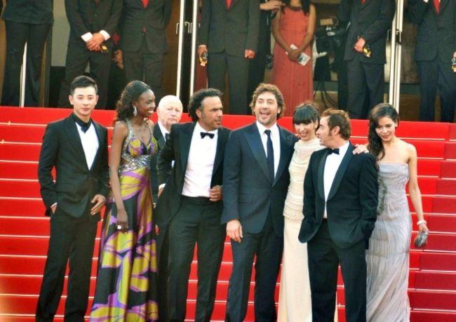 Alejandro González Iñárritu with the cast of Biutiful at the Cannes film festival in 2010