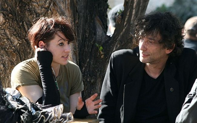 Amanda and Neil Gaiman seen together during an interview for ORF radio in 2011