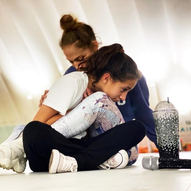 Emme Maribel Muñiz visiting her mother at one of her rehearsals in January 2020