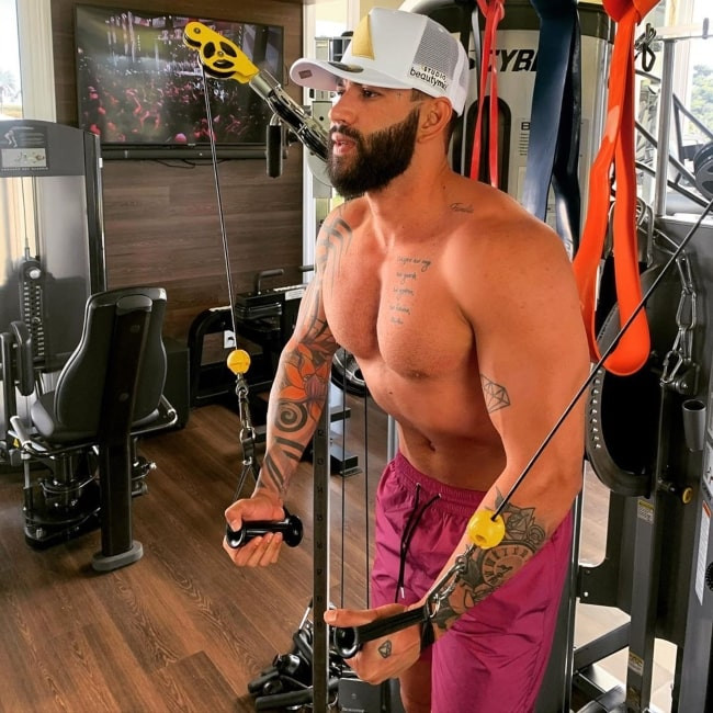 Gusttavo Lima as seen in a shirtless picture that was taken while he was at the gym working out in June 2020