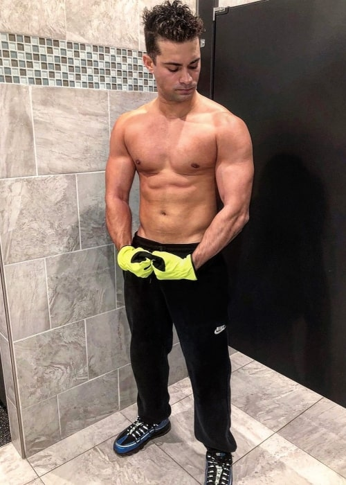 Hector David Jr. as seen in a shirtless picture taken at Planet Fitness in January 2020