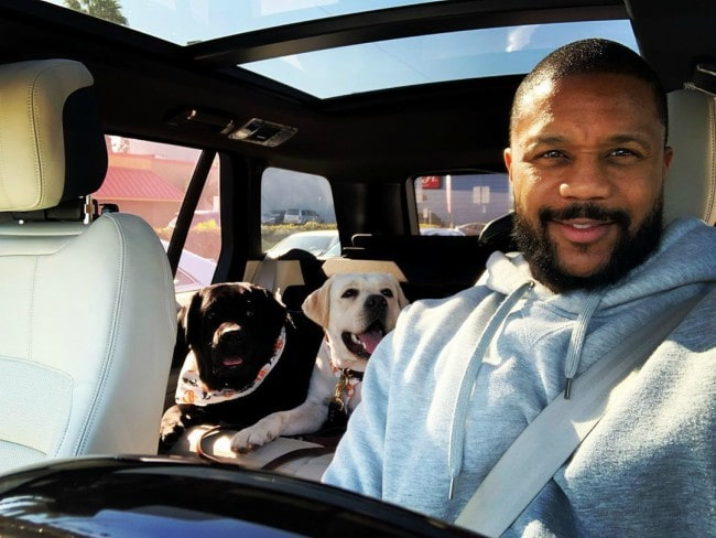 Hosea Chanchez with his dogs as seen in November 2019