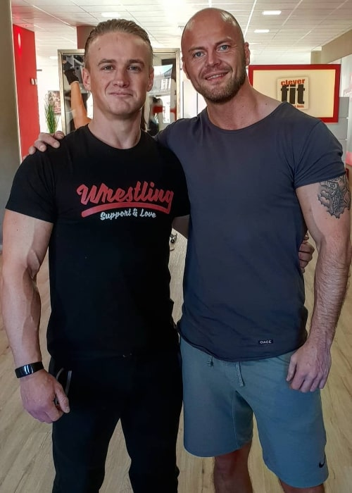 Ilja Dragunov (Left) posing for a picture along with Stefan Lasch in January 2020
