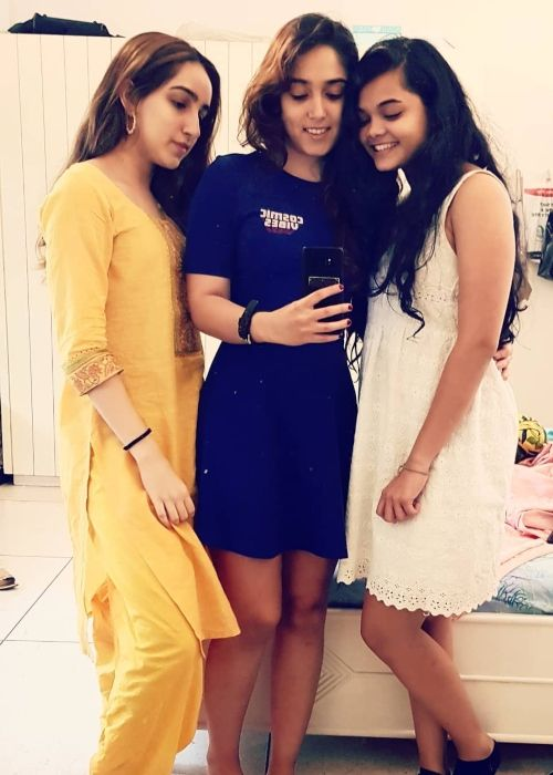 Ira taking a selfie with Danielle Pereira (right) and cousin Seher Hegde in 2019