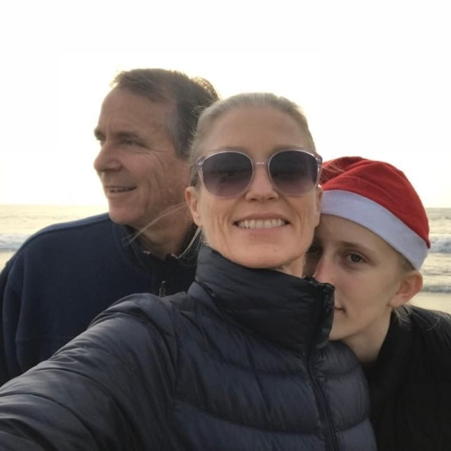 Jessica Tuck as seen in a selfie taken with her husband Robert Koseff and daughter Samara Barnes Hallam Koseff while at the beach on December 2017