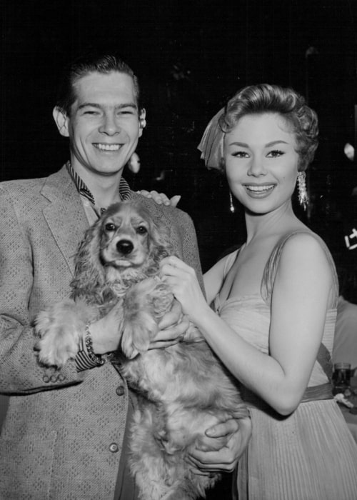 Mitzi Gaynor posing for a picture along with Johnnie Ray in 1954