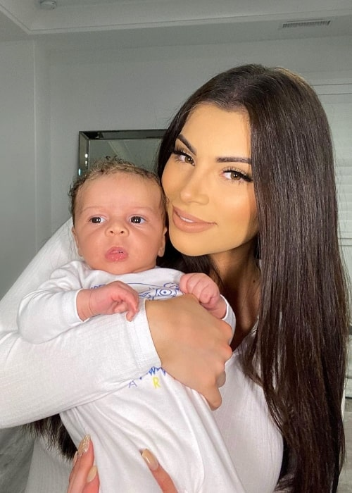 Nazanin Kavari as seen while posing for a picture along with her son in May 2020