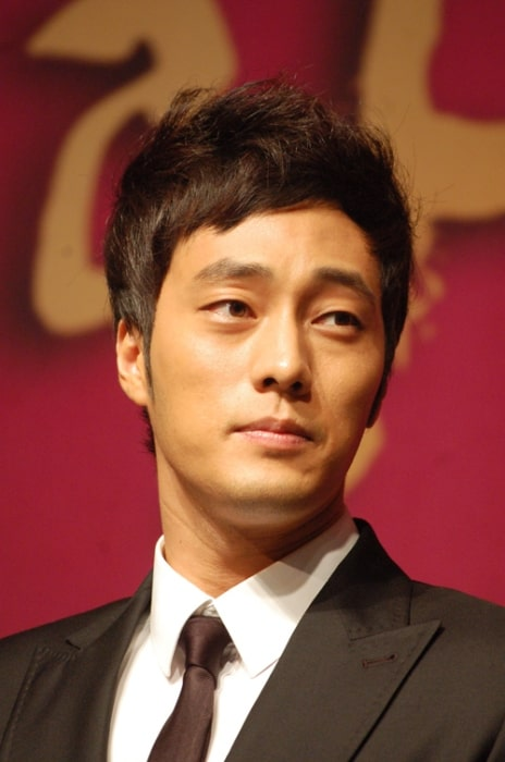 So Ji-sub pictured at the 2009 Korea broadcast grand prix awards