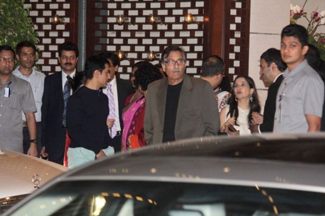 Vinod Khanna (center) seen with Aamir Khan at a dinner bash for the UN Secretary General in 2012