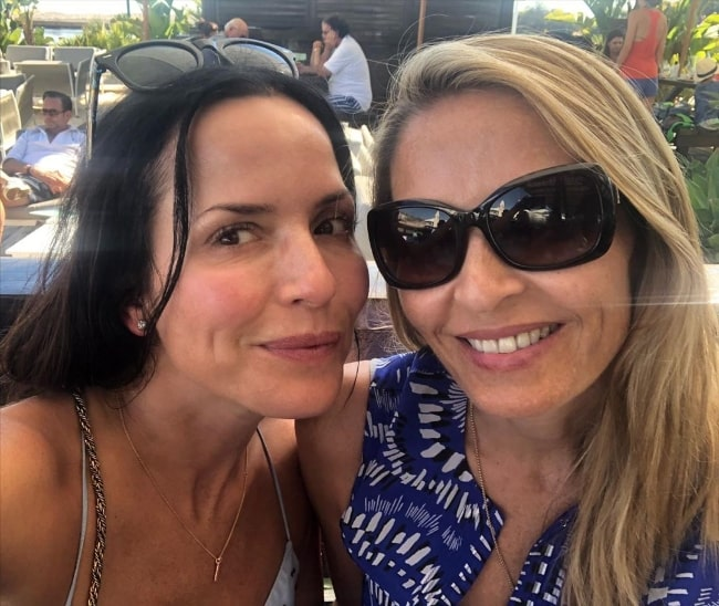 Caroline Corr (Right) as seen while smiling in a selfie alongside Andrea Corr in June 2020