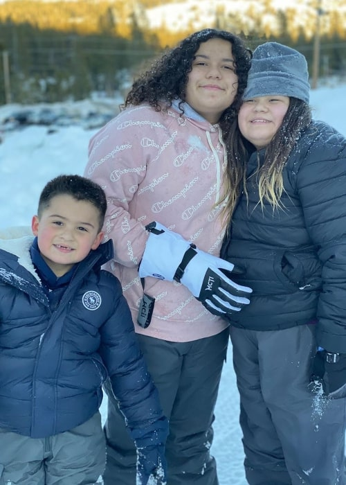 Izzy Life with Brothers as seen in a picture taken with her brother Gabe and her older sister Mary in January 2020