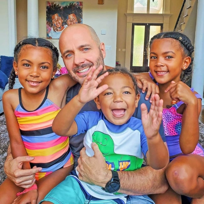 Justin McClure as seen in a picture taken with his children Jersey, Ava, Alexis McClure inJune 2020