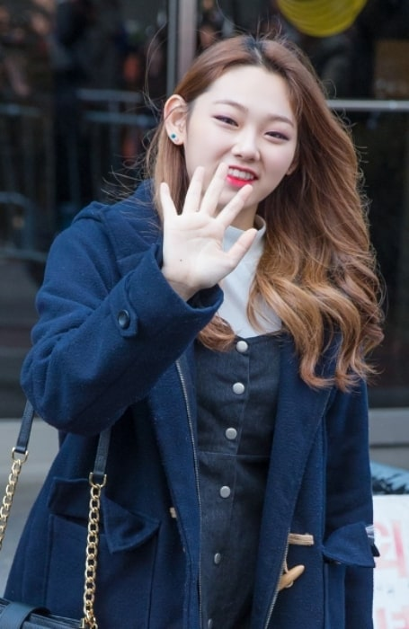Kang Mi-na as seen while waving at the camera at Music Bank on November 11, 2016