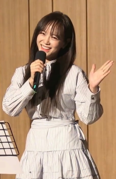 Kim Se-jeong pictured while performing 'Plant' on SBS Radio on March 19, 2020