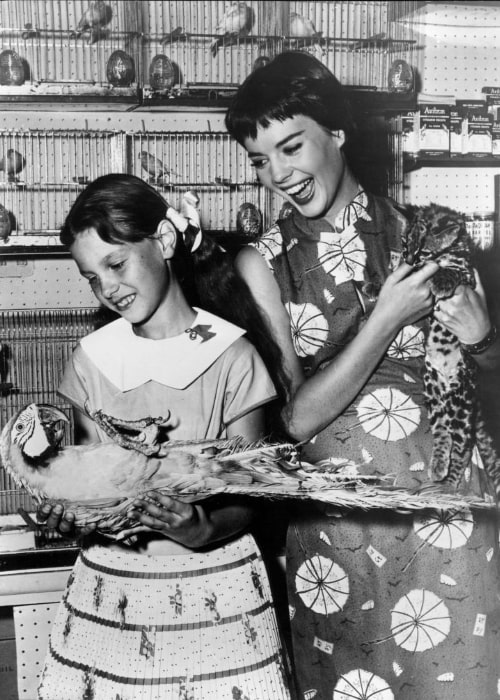 Natalie Wood (Right) with her younger sister Lana Wood in 1956