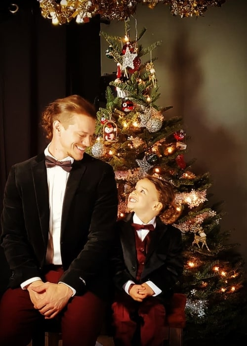 Ryan Dorsey as seen while posing for a Christmas picture along with his son Josey Hollis Dorsey in December 2019