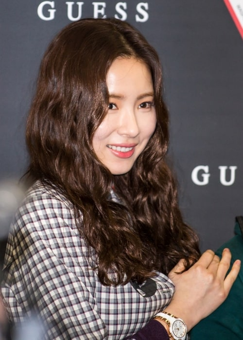 Shin Se-kyung as seen while smiling during an event in March 2015