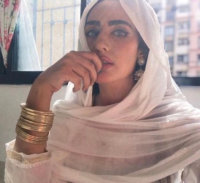 Sudeepa Singh clicking a selfie in ethnic wear in June 2020