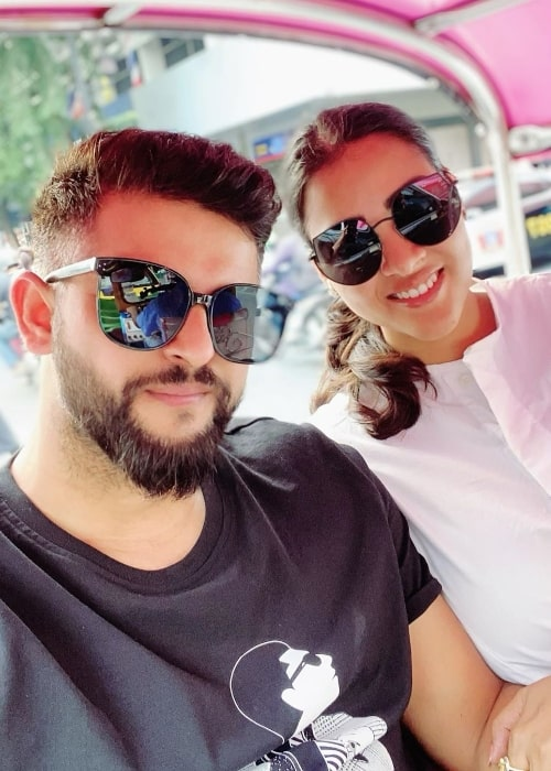 Suresh Raina taking a selfie along with his wife during their vacation in Hua Hin, Thailand