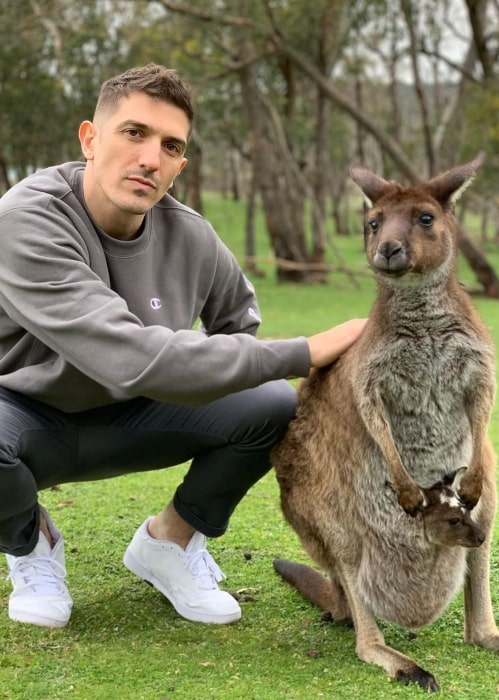 Andrew Schulz enjoying himself at Cleland Wildlife Park in Australia in September 2019