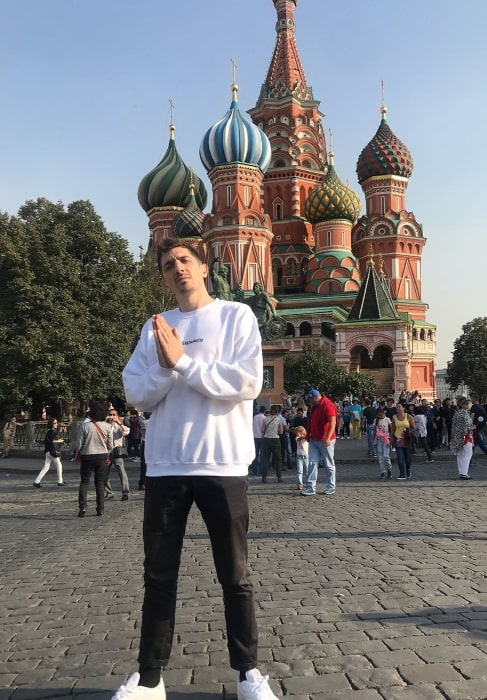 Andrew Schulz saying Hi to all from Russia in September 2019
