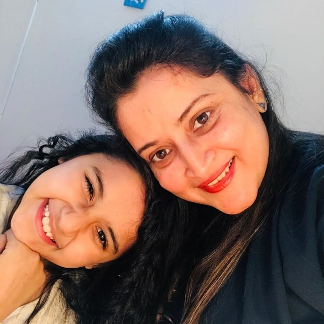 Aurra Bhatnagar as seen while smiling in a selfie along with her mother in July 2020