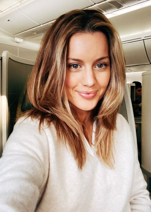 Caggie Dunlop smiling for a selfie while traveling to Australia in December 2019