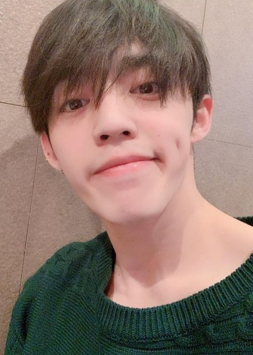 Choi Seungcheol as seen taking a selfie in March 2019