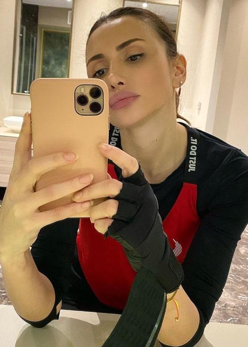 Emina Jahović in an Instagram selfie from April 2020