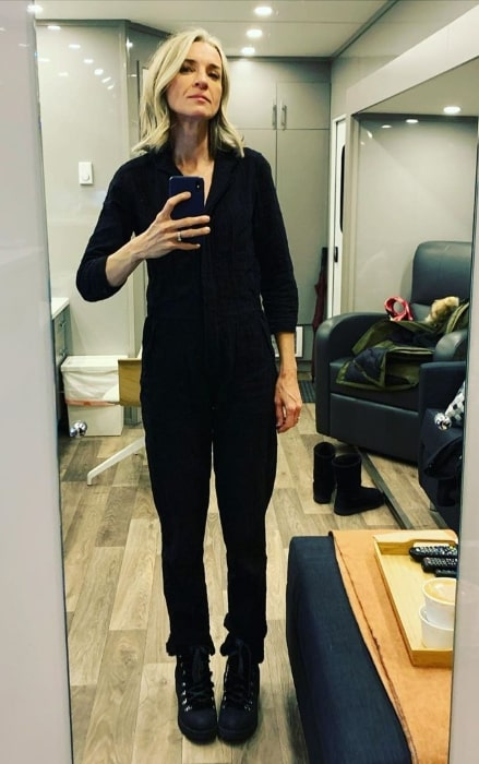 Ever Carradine as seen while taking a mirror selfie in Canada in January 2020