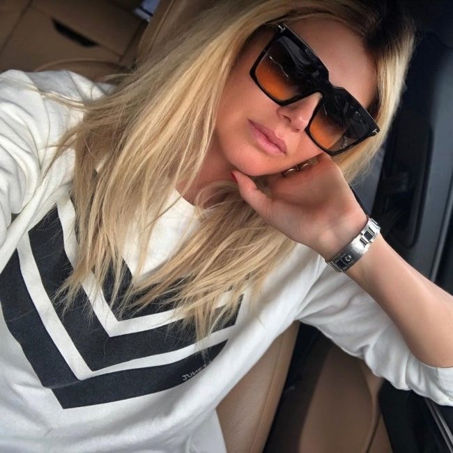 Ingrid Seynhaeve clicking a selfie in Miami, Florida in March 2020