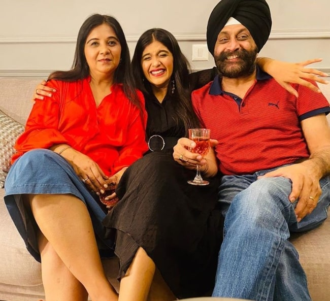 Nimrit Kaur Ahluwalia smiling in a picture along with her parents on her mother's birthday in April 2020