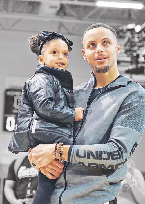 Ryan Curry as seen in a picture taken with her father Stephen Curry in the past