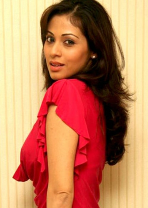 Sadha posing for the camera at the film promotional photo shoot for 'Click' in March 2014