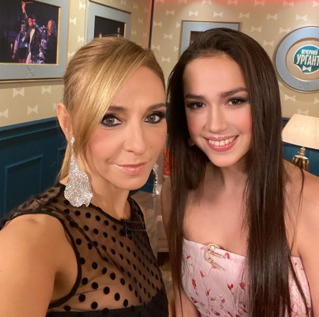 Tatiana Navka (Left) taking a selfie along with Alina Zagitova in May 2020