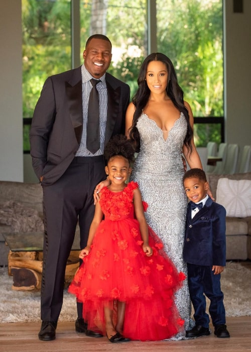 Antonio Gates and Sasha Dindayal with their children, as seen in December 2018