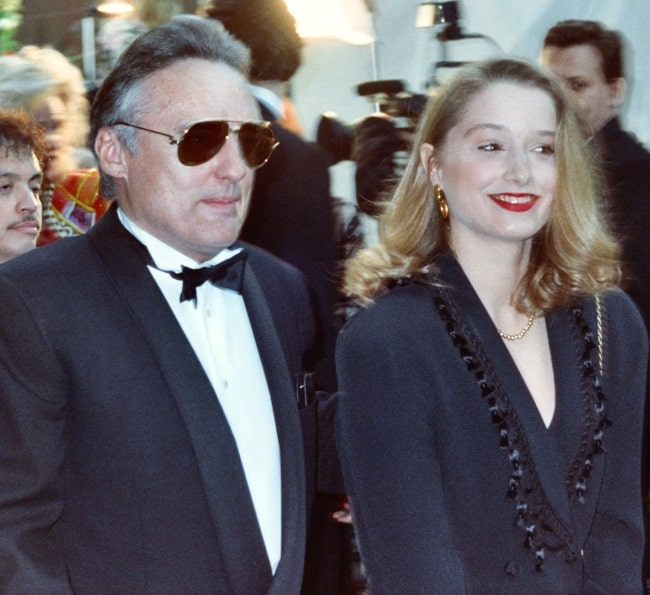 Dennis Hopper and Katherine LaNasa, his 4th wife, at the 62nd Academy Awards in 1990